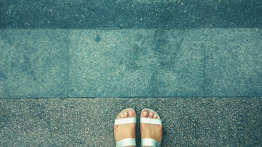 Walk Around & Stop Stand Straight Footpath