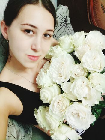 Bride Flower Florist Flower Head Young Women Wedding Dress Portrait Beautiful Woman Beauty Bouquet