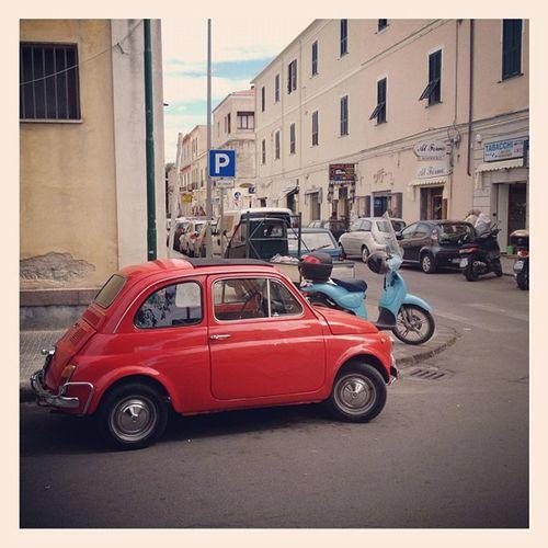 lovely shiny red Fiat 500 in #alghero old town by the food market Autodepoca Street Vintage Cars Fiat500 Sardegna Fiat Auto Alghero Sardinia Cinquecento Vintagecars