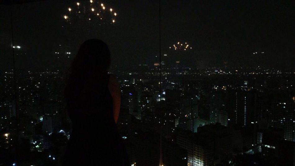 O dia que ele me levou próximo às estrelas, distante do resto do mundo. Night City Life Sky Donwtown
