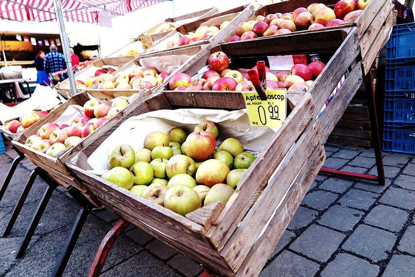 An apple a day keep's the doc away...Here is it Apple the best of berlin Apples Eat More Fruit Apple Fruit Eye4photography  My Fuckin Berlin Die Radikalen Foto Hools Shootermag Tadaa Community Winter