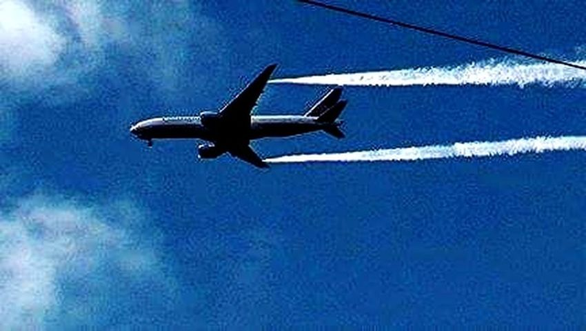 Flying Transportation Chemtrails Whatthefuckaretheyspraying Aerosols Spraying Hiding The Sun GeoEngineering ChemicalWarfare Chemicalsky Whatthefuckaretheyspraying Chemtrails Haarp Plane Spraying notice its coming form the nozzles on the wing tip and NOT from engines