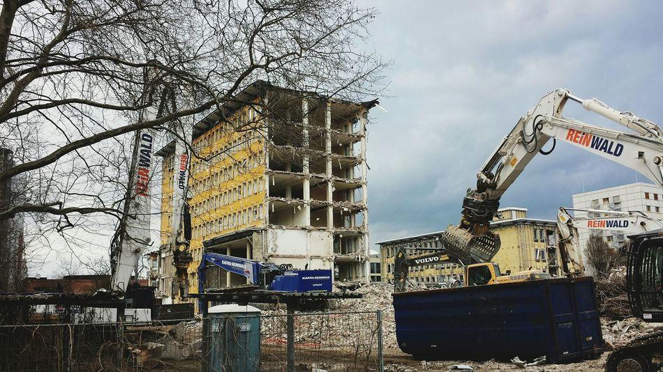 Frühjahrsputz mal anders: Hier weichen gleich ganze Gebäude ( Vscocam, Abrissarbeiten, Frankfurt)