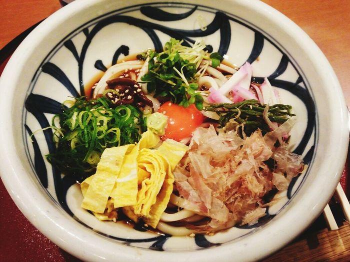 우메다에 수타면으로 유명한 우동집에서 일본어를모르니 대충맛있어보이는거 주문했는데 냉우동이었어요ㅎㅎ 주인할부지께서 먹는법알려주시기전에 사진찍으라해서 찍으사진ㅋㅋ냉우동은처음인데 내스타일이다? 일본 우메다 냉우동