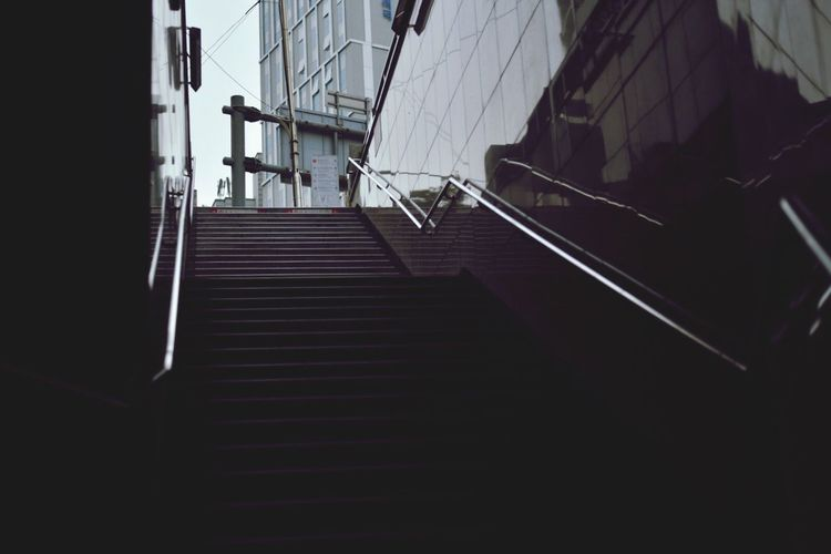 Railing Steps And Staircases Steps Staircase Built Structure Architecture Low Angle View The Way Forward Stairs Sky Hand Rail No People Indoors  Day Subway Subway Station Seoulmetro Train Train Station