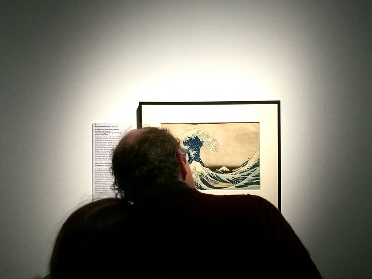 Exhibition about japanese art in brussels. Only Men One Person Headshot Adults Only Adult Indoors  Real People One Man Only Headshots Etching Japanese Print Japanese Art Japanese Culture Brussels❤️ Hokusai Cinquantenaire Exhibition Urban Scenes Curious Curiosity Culture Love. Real Life Museum Of Art Poetic Low Light Spontaneous Moments