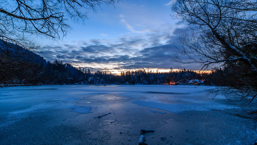 Ein Wintermorgen am Bergsee, Januar 2017. Beauty In Nature Blue Sky Cold Temperature Day Frozen Ice Lake Landscape Nature No People Outdoors Sky Snow Sunrise Tree Winter