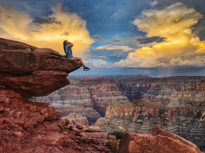 Gran Cañon  California Grand Canyon Cloud - Sky Sky Rock Rock - Object Solid Rock Formation Nature Scenics - Nature Beauty In Nature Lifestyles Real People One Person Full Length Tranquil Scene Outdoors Non-urban Scene Tranquility Cliff Land Leisure Activity
