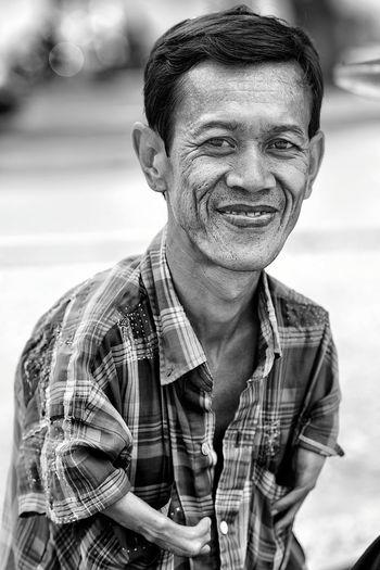 ... Streetphotography Streetphoto_bw Streetphotography_bw EyeEm Best Shots - Black + White EyeEm Best Shots EyeEm Best Shots - People + Portrait Hands At Work Black & White Bw_portraits Portrait