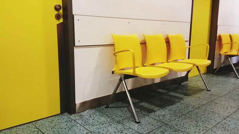 waitin to see the doc -.- Feeling Sick at Hospital in Kalk... sigh... at least some pretty shinyyyyy Yellow chairs out here.