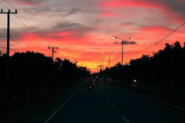 I didn't edit this photo. This is truly wonderful sunset. It burn the skies.