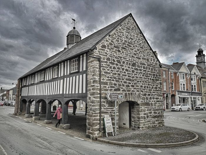 History A place of times gone.... Wales Wales UK Historical Building Historic History Wooden Llanidloes Black And White Building Old Buildings Old But Awesome Wales❤ Powys Places To Visit Open City History Sky Architecture Building Exterior Built Structure Cloud - Sky Politics And Government City Gate Architectural Column Government