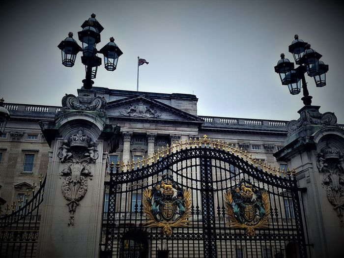 Buckingham Palace in London UK 2017 2017 2017 Year 2017 Photo Buckingham Palace London London 2017 Tourist Attraction  Travel Travel Photography Architecture Buckinghampalace Building Exterior Built Structure City Day Low Angle View No People Outdoors Outside Outside Photography Sculpture Sky Statue Travelphotography Uk England