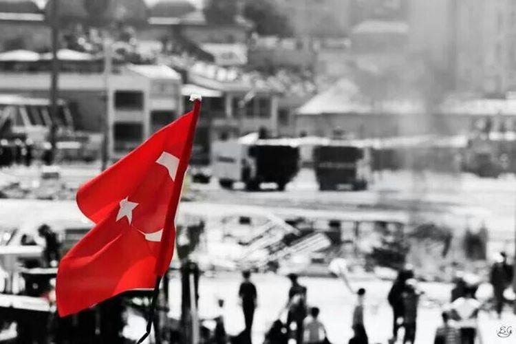Turkishflag Türkbayrağı Taking Photos Police People Geziparki Gezipark Occupygezi Occupy Photography