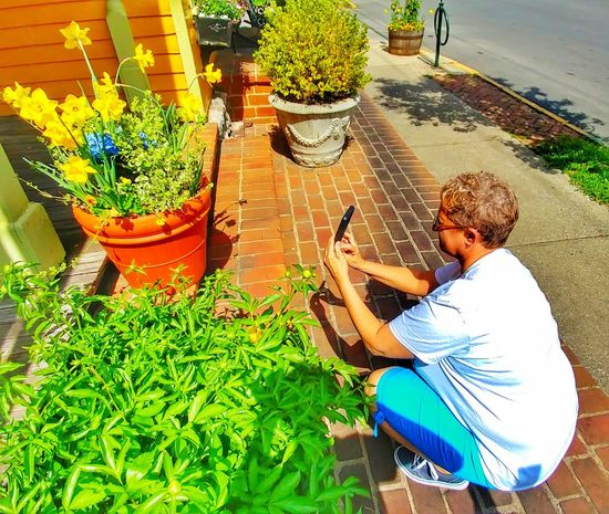 One Person Outdoors Day Lifestyles Real People High Angle View Lexington, KY Springtime Taking Picture Live For The Story The Portraitist - 2017 EyeEm Awards Place Of Heart The Great Outdoors - 2017 EyeEm Awards The Photojournalist - 2017 EyeEm Awards Sommergefühle Neon Life Investing In Quality Of Life The Week On EyeEm Mix Yourself A Good Time Paint The Town Yellow Lexington KY Connected By Travel Second Acts Be. Ready. Business Stories EyeEmNewHere An Eye For Travel Modern Workplace Culture Stories From The City This Is Queer This Is Aging Visual Creativity Summer Exploratorium Adventures In The City Focus On The Story Plastic Environment - LIMEX IMAGINE A New Beginning