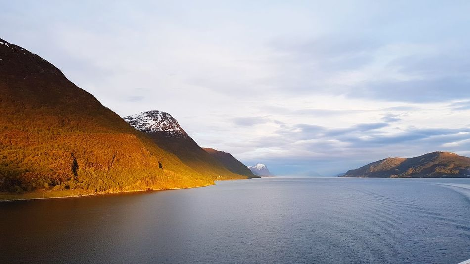 Norwegen MAI Fog Sea Beauty In Nature Beautiful Naturelovers Nature Fjørd Fjordsofnorway Norway Nature Norway Fjord Fjords Mountain Sunrise Sunlight Perspectives On Nature