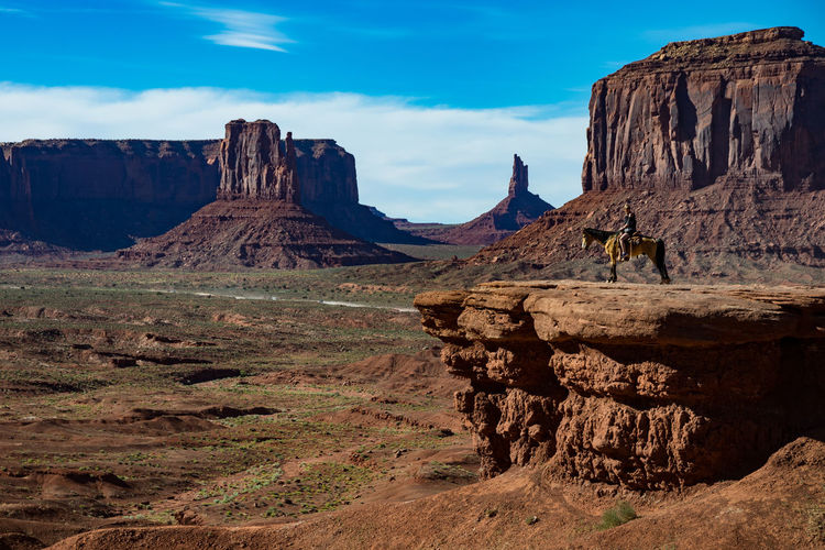 Monument Valley, lonesome Rider Horse Monument Valley Mountain Mountain Range National Park Nature Rider Sun Sunset