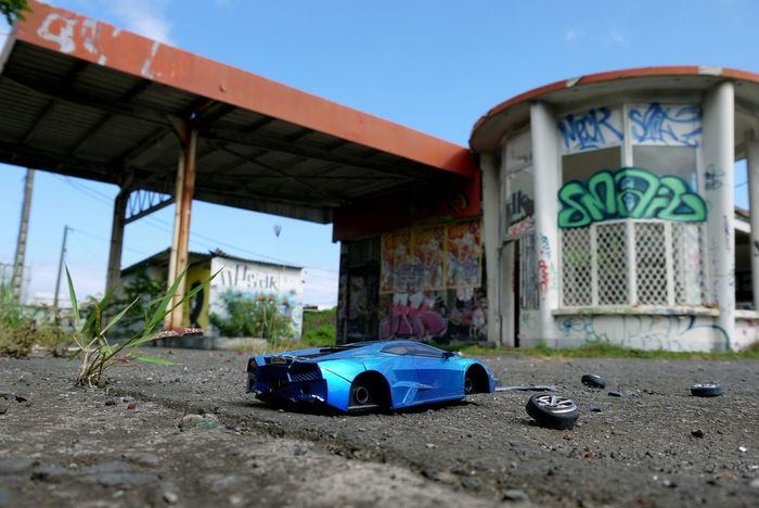 Streetphotography Gas Station Graffiti Saint-Denis Reunion Island Forgotten Toys Car Up Close Street Photography Showing Imperfection Petrol Station Ruin Graffiti & Streetart Desertion