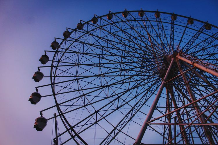 EyeEmNewHere EyeEm New Here Ferris Wheel Amusement Park Outdoors Ferris Wheel Live For The Story Low Angle View Circular