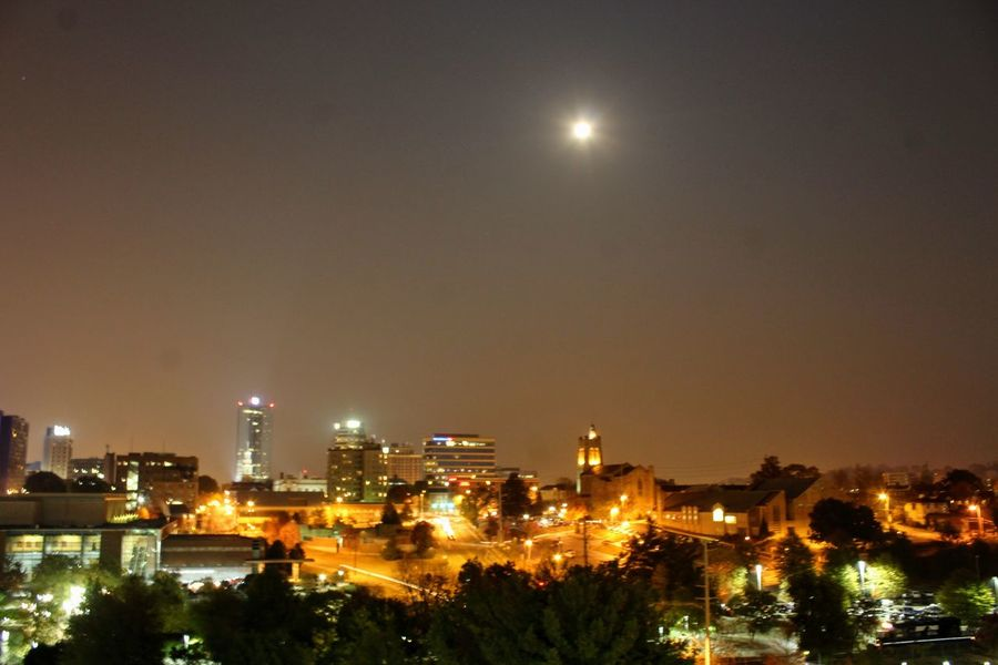 Night Moon Sky City Illuminated Cityscape Outdoors Knoxville Tennessee Knoxvilletn Knoxville Tn Knoxville Supermoon2016 Super Moon Super Moon 2016Supermoon Supermoon 2016 Super Moon November 2016 Super Moon Of 14-Nov-2016 Super Moon 14 November Supermoo
