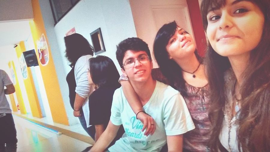 Paula sendo Paula, inusitada 🎉💞 Gabriel amamdo o Thiago e.. Eu. ^^ Birthday Thiago Paula Friends Boliche Shopping