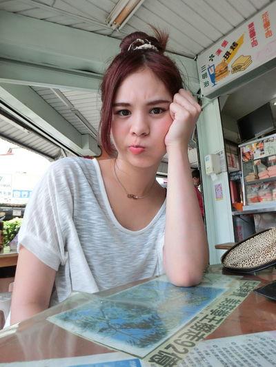 一堆煩人的事情😠覺得很悶又很火大👊 討厭 煩人 很悶 鬱卒 妃妃 Sad Something Taipei City Taiwan Feifei