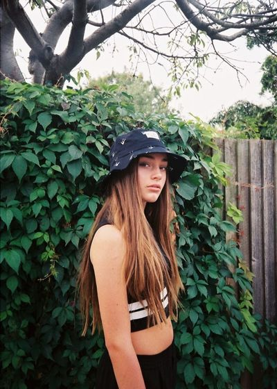 35mm 35mm Film Analogue Photography Bucket Hat Casual Clothing Editorial  Fashion Fashion Editorial Fashion Photography Film Photography Filmisnotdead Long Hair Model Nature Outdoors Portrait