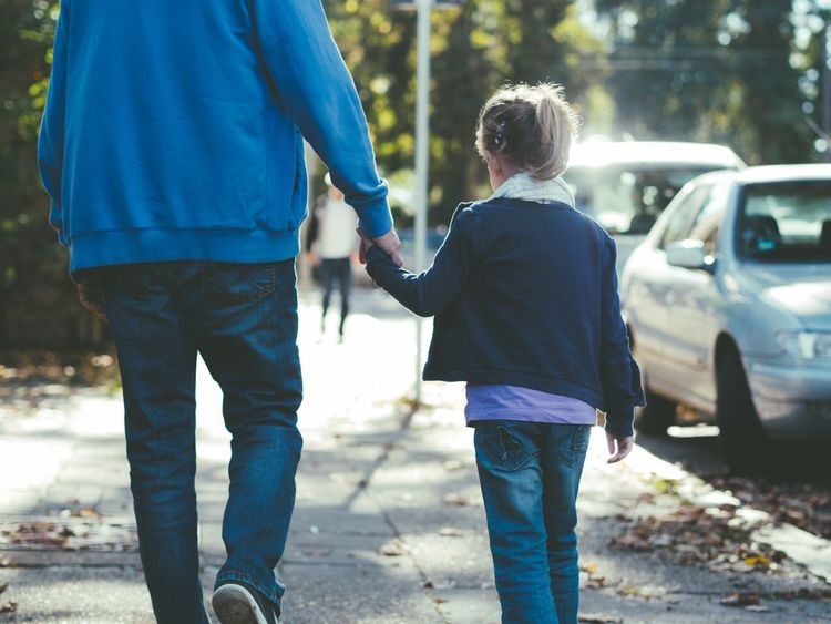Fatherhood Moments Fatherhood Moments Light Moments Of Life Daughters Spaziergang Händchen Halten Holding Hands Father And Daughter