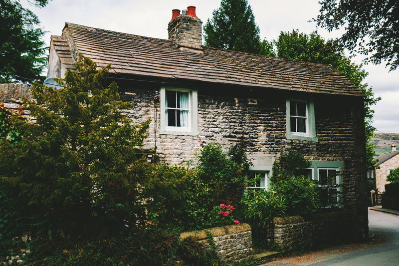 Castleton Tree Ivy City Window House Front Or Back Yard Residential Building Architecture Building Exterior Sky Creeper Plant Detached House Overgrown Vine Cottage Creeper