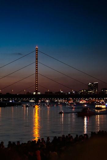 Japantag die Schiffe warten Düsseldorf Düsseldorf Am Rhein Japantag 2017 Japantag Düsseldorf Rhine Rhine River Ships Ships On The Water Sunset Theodor-Heuss-Brücke