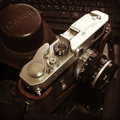 いつみてもかわいい。 CanonP CanonPopulaire キヤノンP キヤノンポピュレール Rangefinder レンジファインダー 50年以上前のやつ レストア済み 父上からもらったやつ 速写ケースの白いのは光 懐かしのスカイライトフィルター ふぃるむカメラ