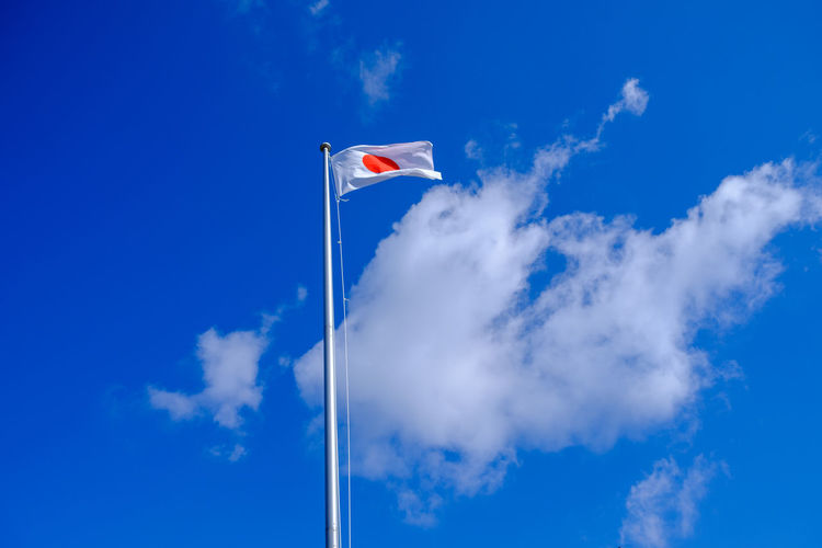 FLAG OF JAPAN Japan Japan Photography OSAKA Blue Cloud - Sky Day Flag Japanese Flag Low Angle View Outdoors Sky いくたまさん 国旗 大阪 旗 日の丸 日章旗
