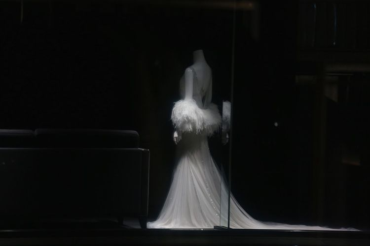 Taking Photos Showcase Show Windows Bridal Dress White Silence Reflection Tokyo,Japan Urban Lifestyle Point Of View Streetphotography Darkness And Light Blackandwhite Silent Moment Black And White Alone In The City