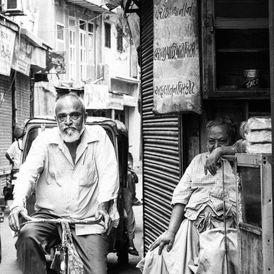 I Work And happiness | When people have less needs, They live life happily, and stay healthy. But everyone wants to earn something better than the others. So that they can prove themselves to their family. Two lives you see in this Picture, Both men are Aged. But they work daily for their family. They wake up early in the morning, And work till late in the evening. They look happy with their life, But somewhere inside they are dying. Dying, Because they are still working hard to earn for their families. Working even at this age. They never go to watch movies, Or to celebrate any festivals. For them only one thing matters in life. And that is, To work till they can, To earn that bread till they can, To keep their families happy till they can. Thank you @kaushie for editing caption. Instagram_jamnagar Instagram_ahmedabad Iwalkedthisstreet _soi Ig_india _oye
