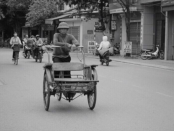 The Following My Commute Working Hard Commuting Commuter Commute Dulich , #dulichvietnam , #dulichvongquanhvietnam , #du Lich , #dapxe , #phuotxedap Viet Nam Vietnam Daily Life Dailylife Daily Commute Culture Cultures Culture Of Vietnam Commuters FOLOW  Nghiaocdao Work Working Blackandwhite Black And White Black & White Blackandwhite Photography My Commute-2016 EyeEm Photography Awards