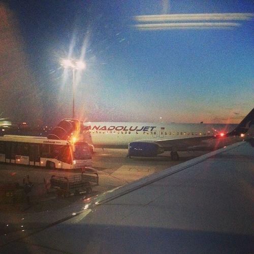 Buralari niye böyle cok severim bilmem. Her uçak yolculuğu özgürlüğüme yaklaştığım bir adim gibi gelir hep. Ne kadar özel ne kadar aşk buralar ♡♡♡ FlyingWithoutWings Plane Freeasabird Love passion