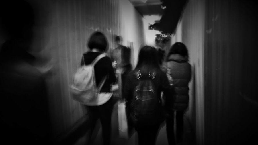 2018/3/16 街拍獵影 於松山文創園區外 Taiwan Bw Bw_lover BW_photography B&w Photo B&w Bw Photography B&w Photography Bwphotography Streetphotography Street Street Photography Streetphoto_bw Street Scene Streetphotography_bw b&w street photography Nightlife Night Nightphotography Togetherness EyeEmNewHere