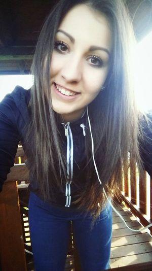 Smile Brunette Czech Myself Brown Eyes TryingToBeCute Nevermind 🎈👻