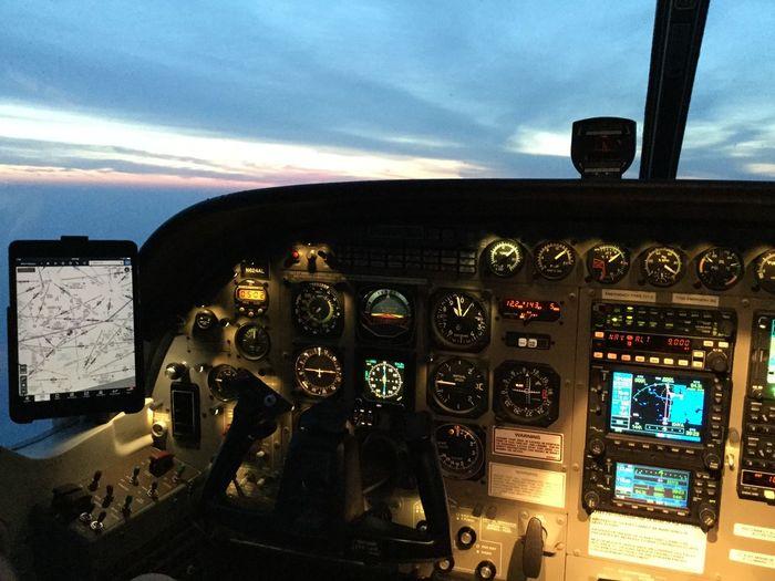 Cockpit view-Cessna Caravan C208B Airplane AirPlane ✈ Aviation Aerial Photography Aviationphotography Cockpit Avionics Cessna