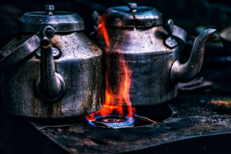 Going Old School Eyemphotography EyeEmNewHere EyeEm Best Shots Antique Pot Burning Heating Tea Fire Local Stove Burner Teatime EyeEm Living Likealocal Black Tea Beverage Burner - Stove Top Tea Light Flame Kettle Tea - Hot Drink Tea Kettle Herbal Tea Gas Stove Burner Aged Vintage
