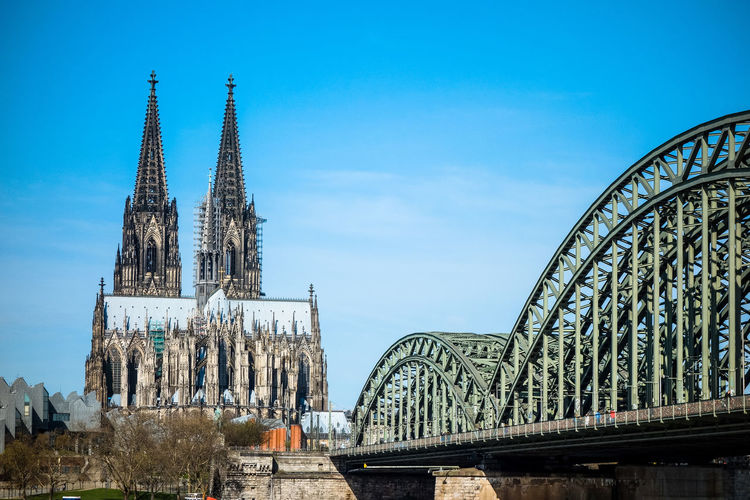 Cathedral Traveling Architecture Old Buildings Church Landmark Bridge