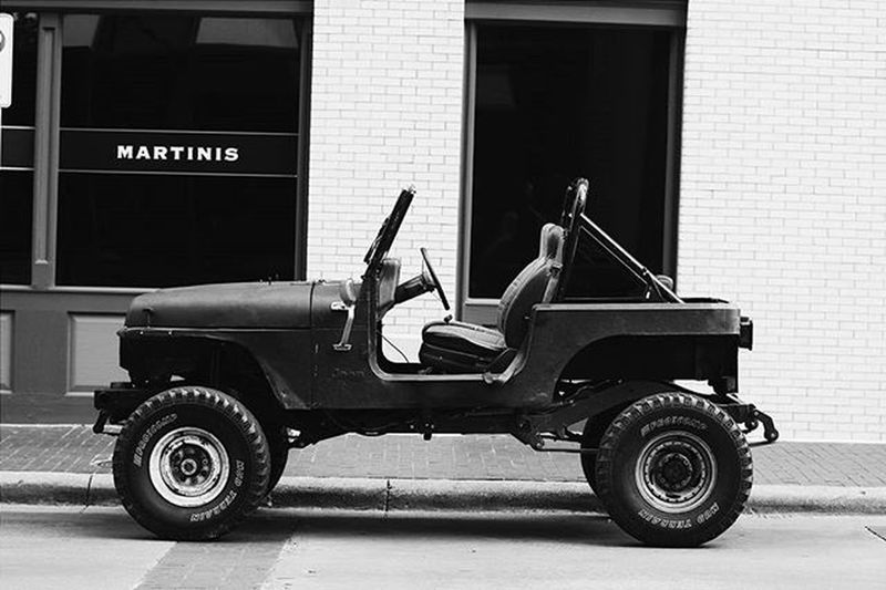 Off roading through downtown. 🍸 Fortworth Jeep Offroad Bigwheels VSCO Vscoblackandwhite Vscocity Instacity Downtownftworth Texas Vscoteam