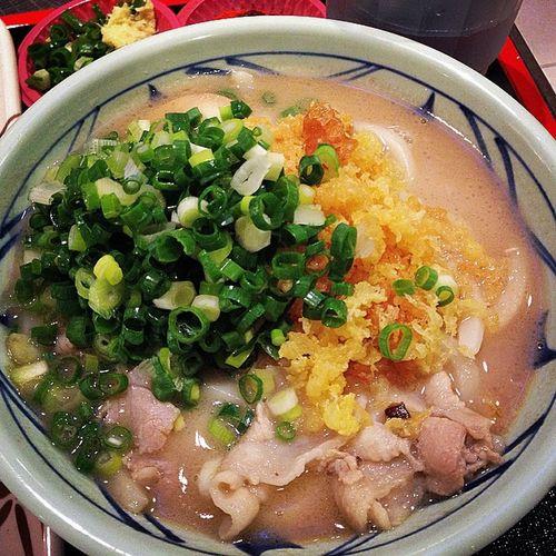 很餓的時候什麼都好好吃~ 台中 丸龜製麵 新光三越 Taiwan 等越久越好吃 排隊排到天荒地老
