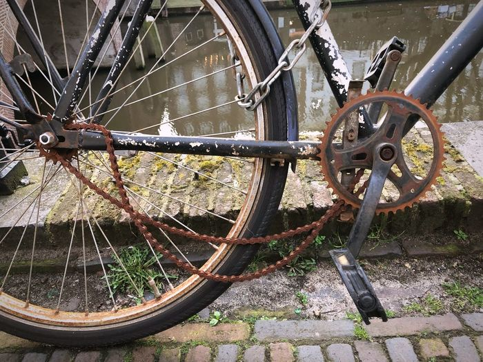 Rusty bicycle chain fallen off the cogs Cogs Rust Wheel Transportation Bicycle Spoke No People Mode Of Transportation Day Metal Land Vehicle Outdoors Close-up Pattern Vehicle Part Stationary Chain Shape Equipment Circle