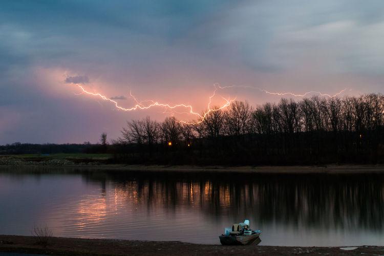 Idyllic view of lightning at lakeside