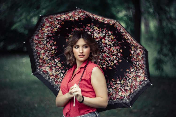 Dana Helios Rain Beautiful Woman Close-up Day Focus On Foreground Front View Human Hand Looking At Camera Nature One Person Outdoors People Photo Photography Photooftheday Portrait Real People Standing Tree Umbrella Waist Up Young Adult Young Women