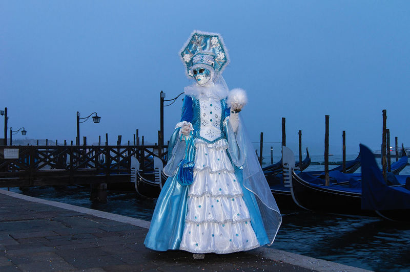 Carnival in Venice Canal Grande Carnival In Venice Disguise Gondolas Venice, Italy Blue Day Down Gondola - Traditional Boat Outdoors Sky Travel Destinations The Street Photographer - 2018 EyeEm Awards The Portraitist - 2018 EyeEm Awards