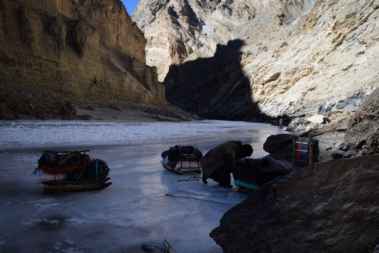 Porter packing bags Backpack Luggage Chadar Trek 2016 Frozen Helper Ice Ladakh Luggage Mountain Mountain View Mountain_collection Mountains Natur Nature Nature_collection Porter River River Collection Riverside Zanskar River Hiker Rocky Mountains Eroded Ice Crystal Weather Condition Frost