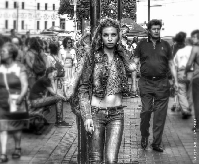 SUDDENLY Eye4photography  Street Life Black And White Streetphoto_bw Streetphotography_bw Eyem Best Shots - Black + White EyeEm Best Shots - People + Portrait Black And White Portrait Beautiful Girl Monochrome