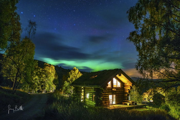 Aurora Borealis over log cabin in Scotland. Landscape_photography Sony A7RII Landscape_Collection Scotlands Beauty Aurora Borealis Northern Lights Scotland Clouds And Sky EyeEm Masterclass Eye4photography  Dramatic Sky Long Exposure Nightphotography